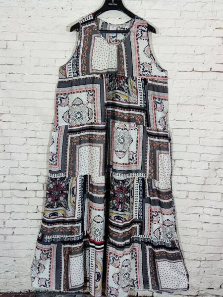 Штапельное платье без рукавов и с широким подолом